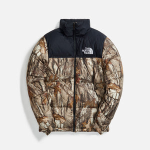 The North Face Men`s 1996 Retro Nuptse Jacket Forest Floor Print - Kelp Tan