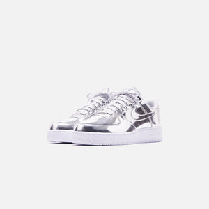 Nike WMNS Air Force 1 SP Low - Metallic Silver / White Image 2