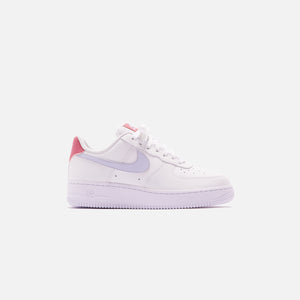 Nike WMNS Air Force 1 - White / Ghost Desert Berry
