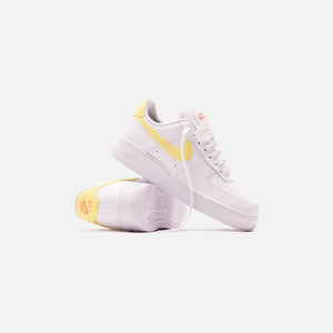 Nike WMNS Air Force 1 - White / Bright Mango / Light Citron