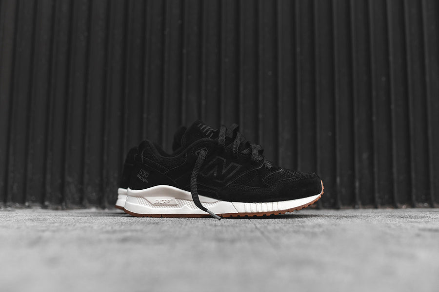 New Balance 530 - Black / White / Gum