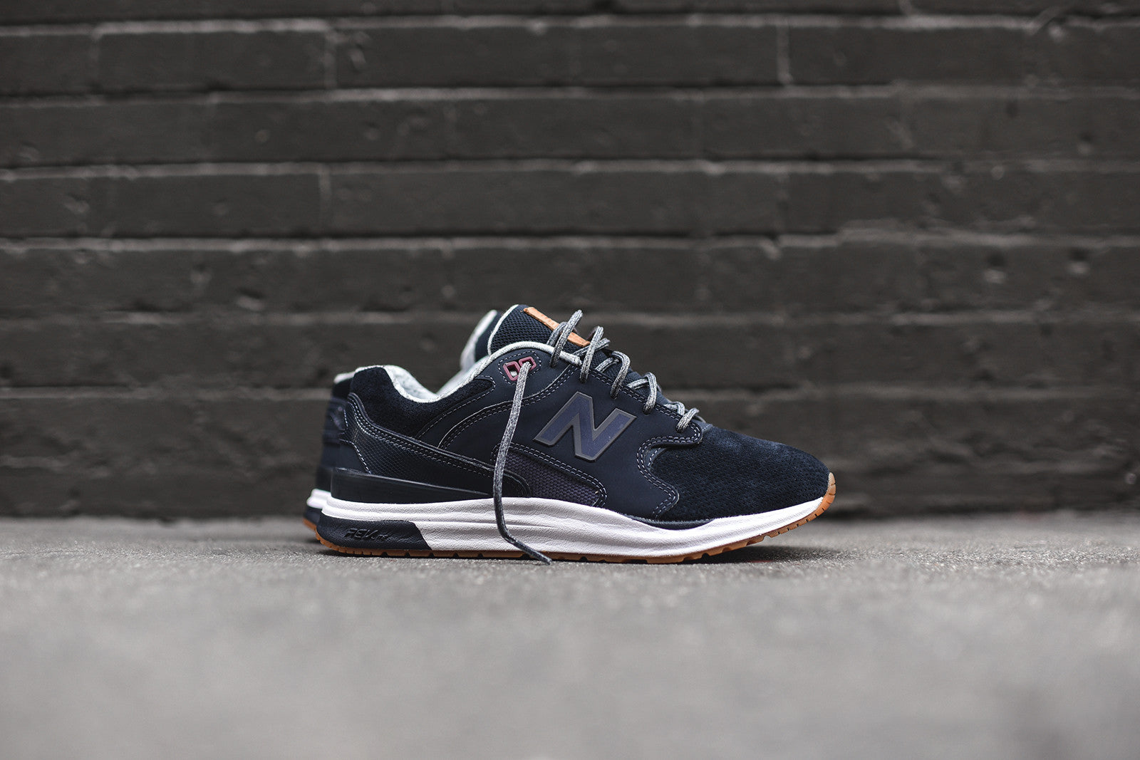 New Balance WMNS 1550 - Outerspace Navy / Solstice