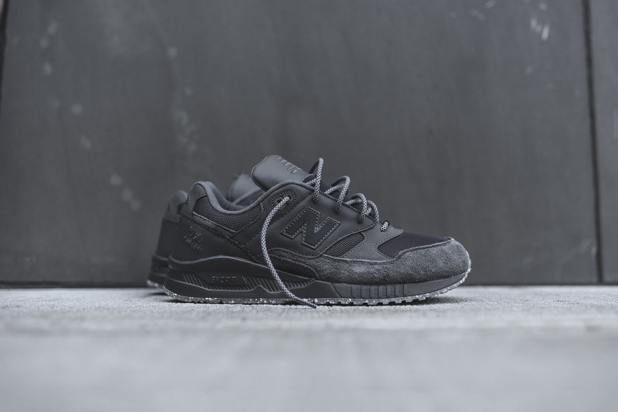 New Balance M530 Elite - Dark Grey / Iridescent