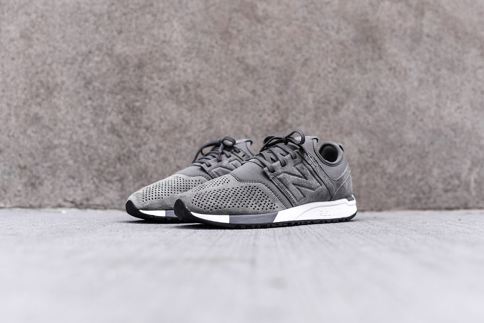New Balance 247 - Grey / White