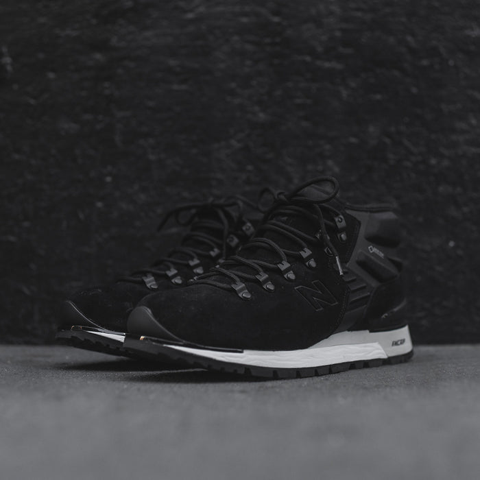 New Balance Niobium Boot - Black / White