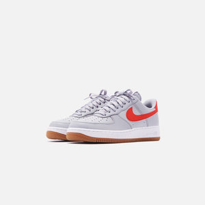 Nike Air Force 1 '07 LV8 Low - Wolf Grey / University Red / White Gum Image 3
