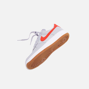 Nike Air Force 1 '07 LV8 Low - Wolf Grey / University Red / White Gum Image 2