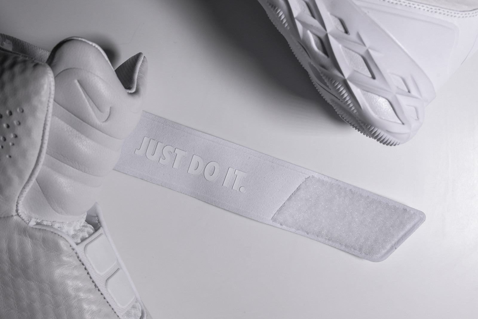 Nike Swoosh Hunter QS - Triple White