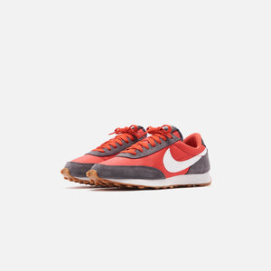 Nike WMNS Daybreak - Iron Grey / Summit White / Track Red Image 2