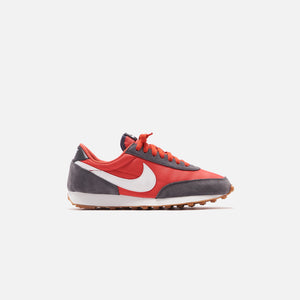 Nike WMNS Daybreak - Iron Grey / Summit White / Track Red Image 1