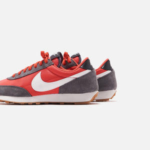 Nike WMNS Daybreak - Iron Grey / Summit White / Track Red Image 5