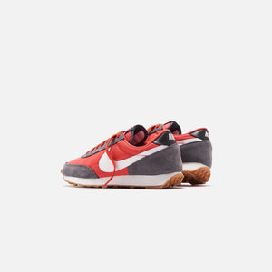 Nike WMNS Daybreak - Iron Grey / Summit White / Track Red Image 3