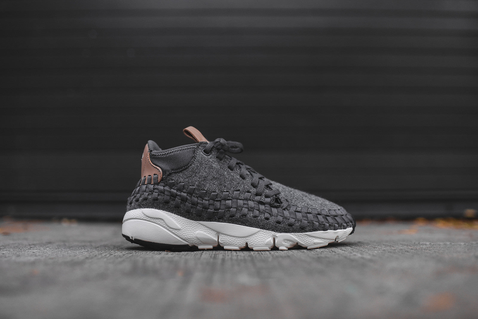 Nike Air Footscape Chukka SE - Dark Grey / Sail / Vachetta Tan