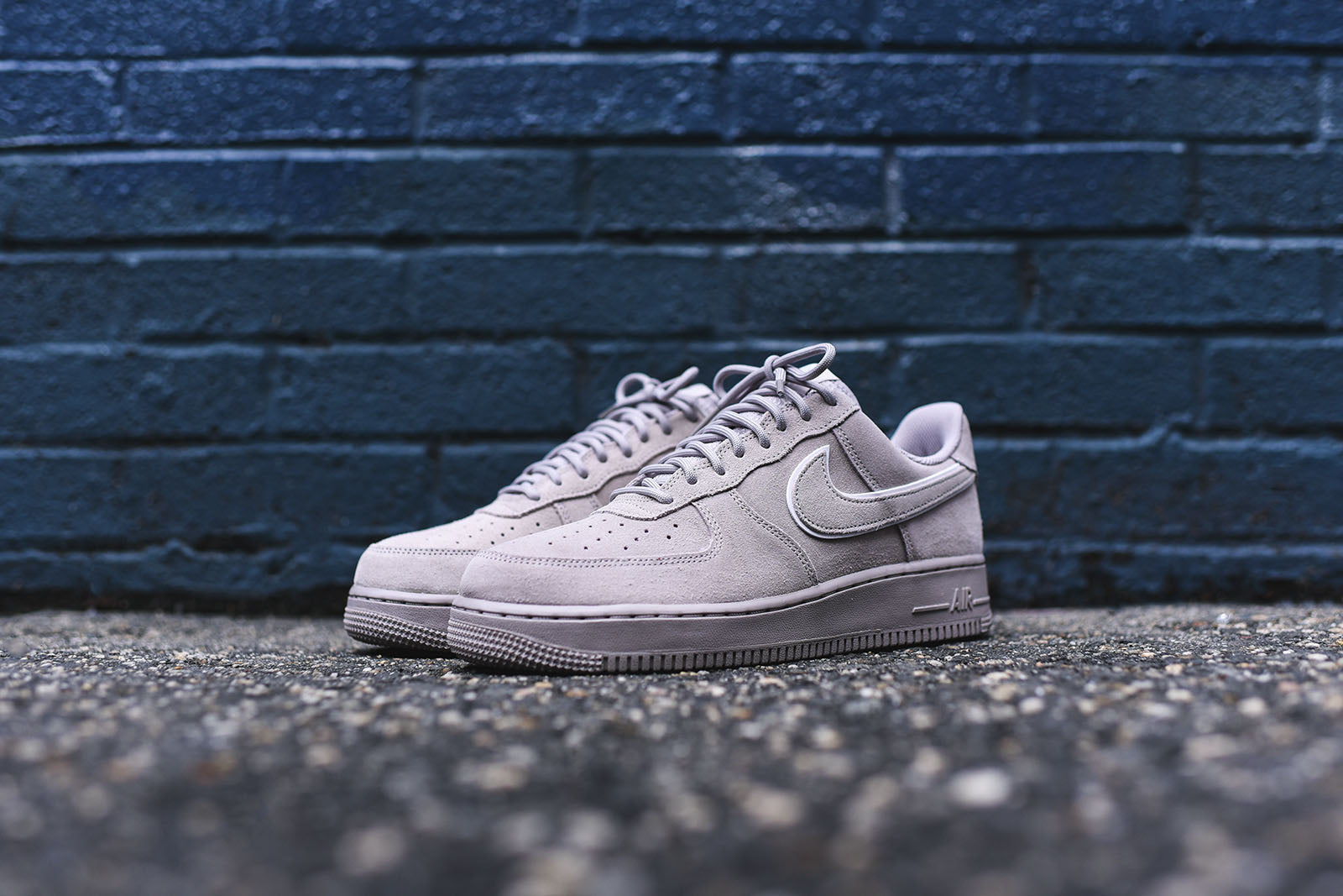 Nike Air Force 1 LV8 - Moon Particle