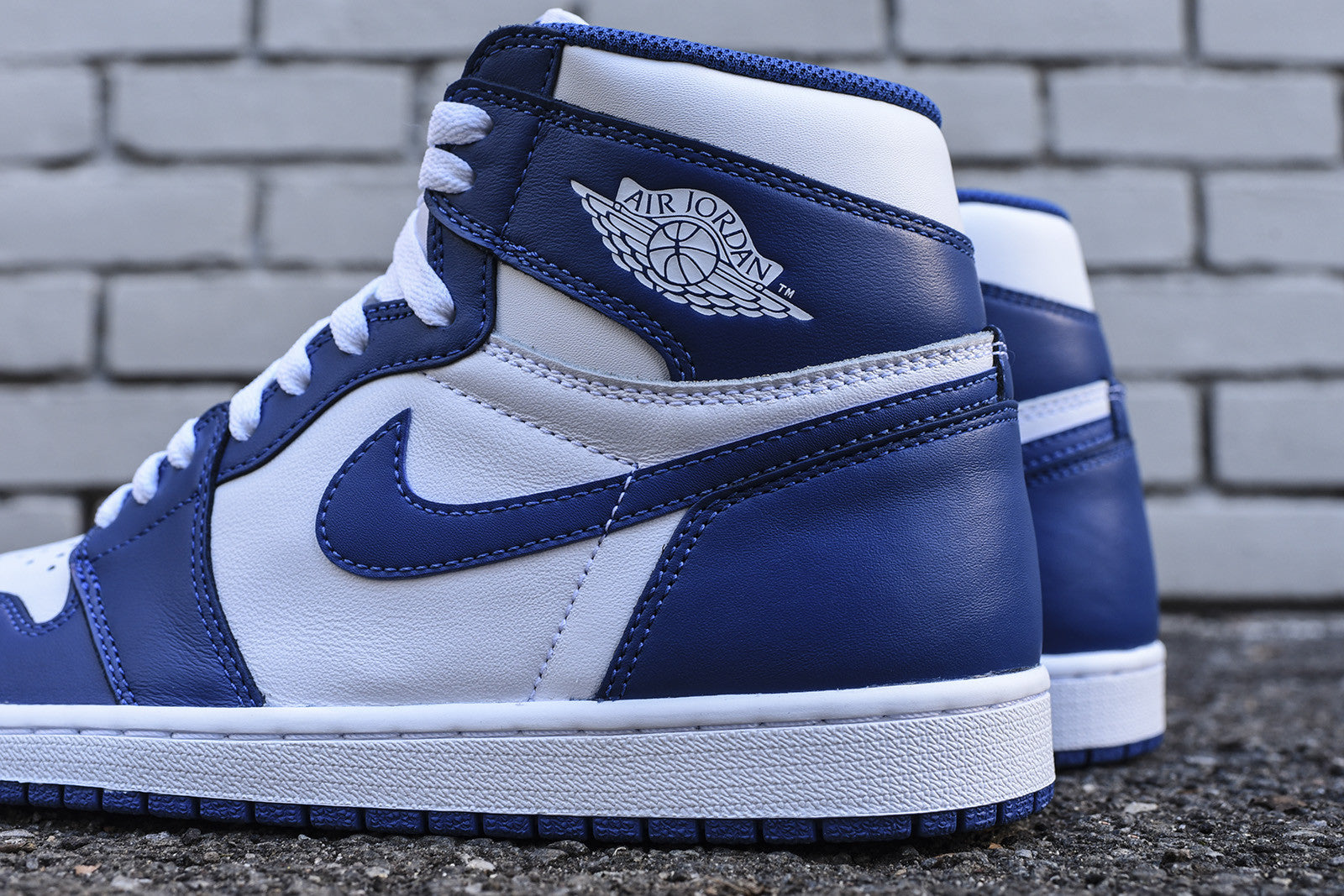 Nike Air Jordan 1 Retro High OG - White / Storm Blue