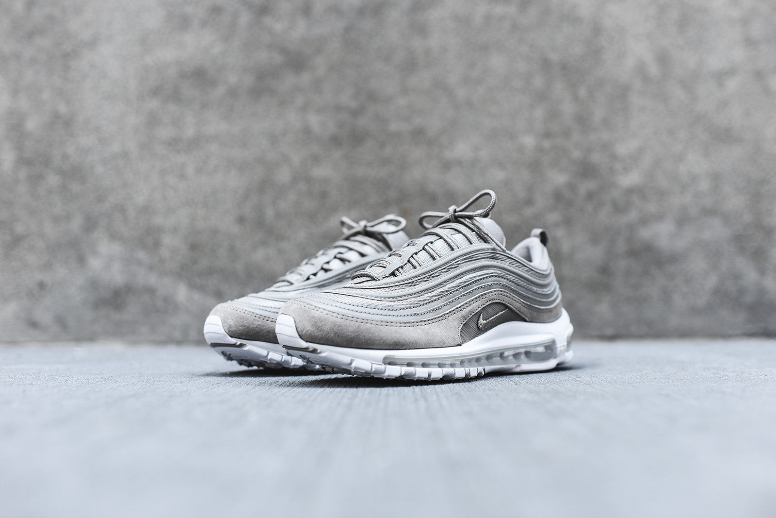 nike air max 97 trainers cobblestone white