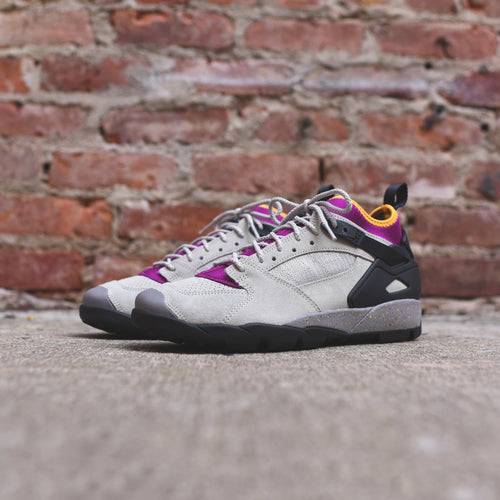 Nike ACG Air Revaderchi - Granite / Black / Red Plum / Pro Gold