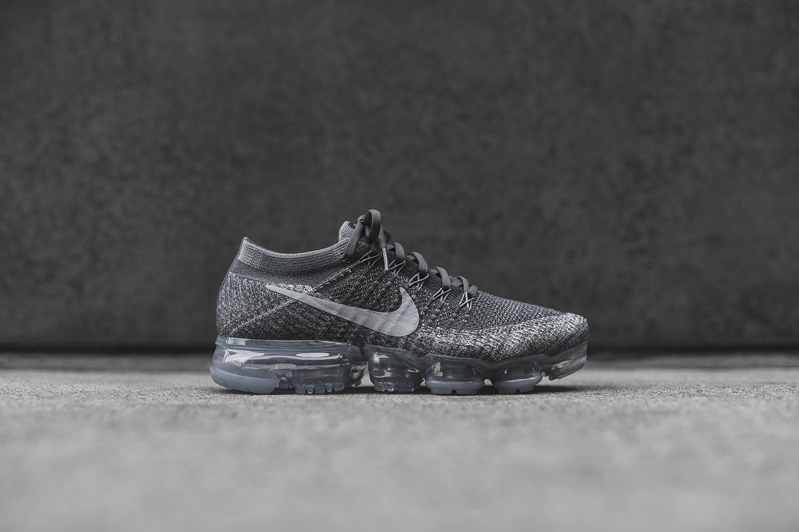 Nike Air VaporMax Flyknit - Dark Grey / Black / Wolf Grey
