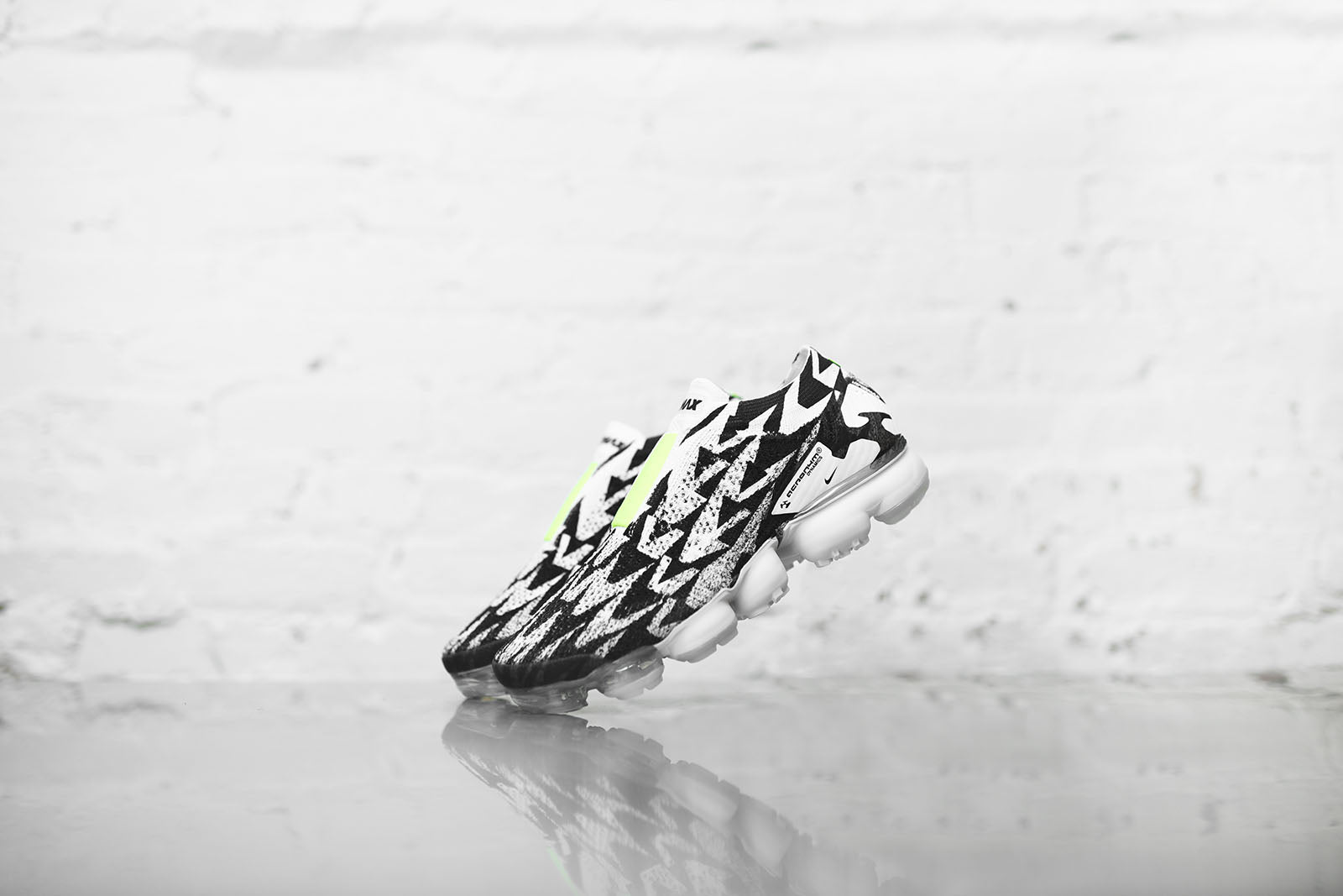 Nike x Acronym Air VaporMax Moc - White / Black / Volt Green