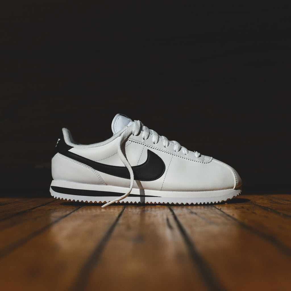 premium selection 871dc 8b4b6 Nike Cortez - White / Black