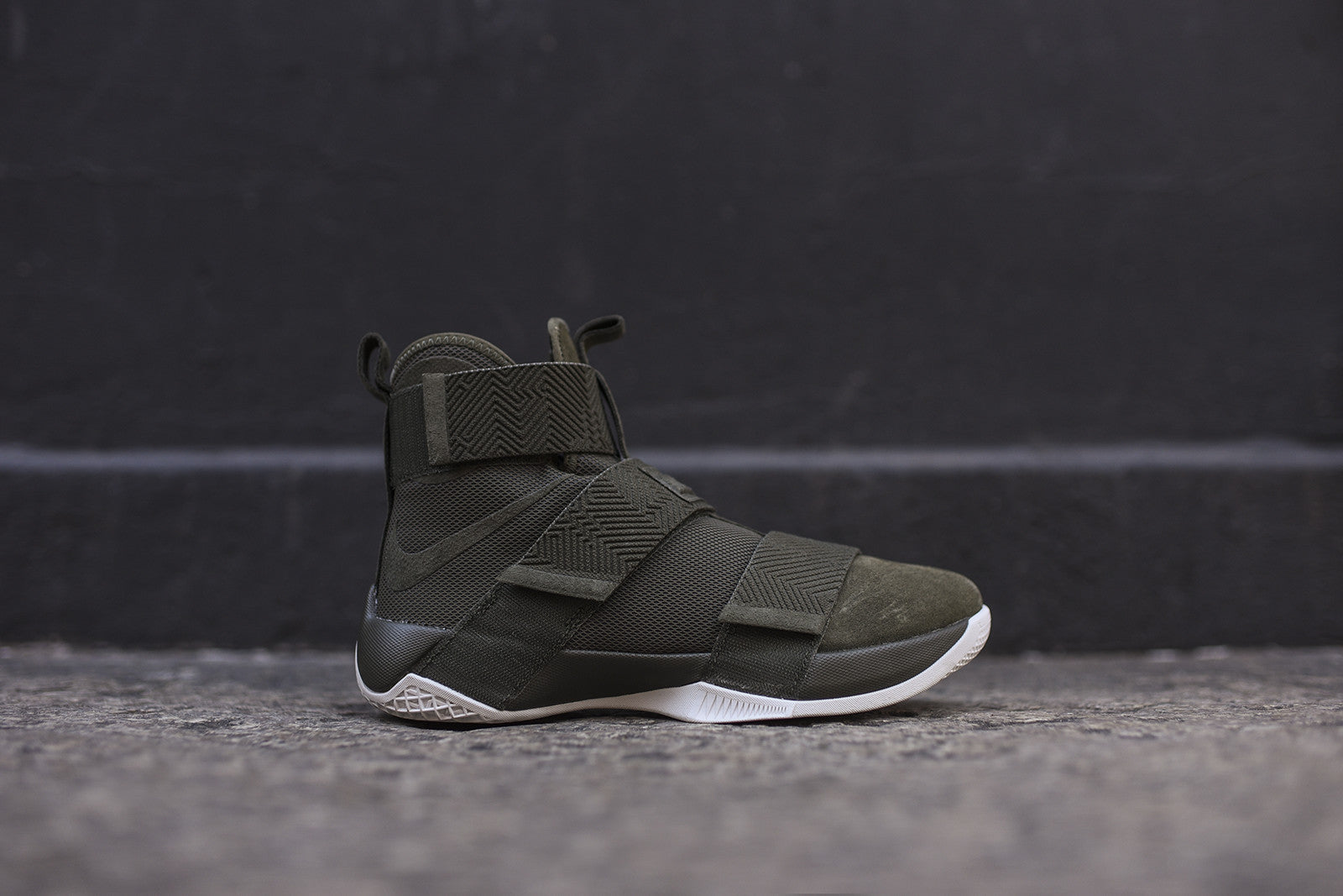 Nike LeBron Soldier X SFG LUX - Olive