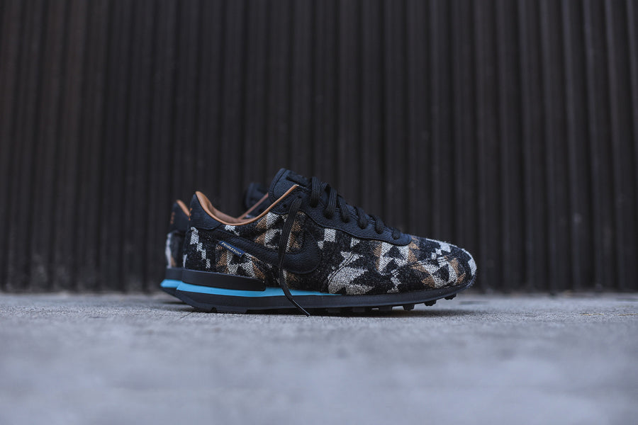 Nike Pendleton Internationalist QS - Black / Blue