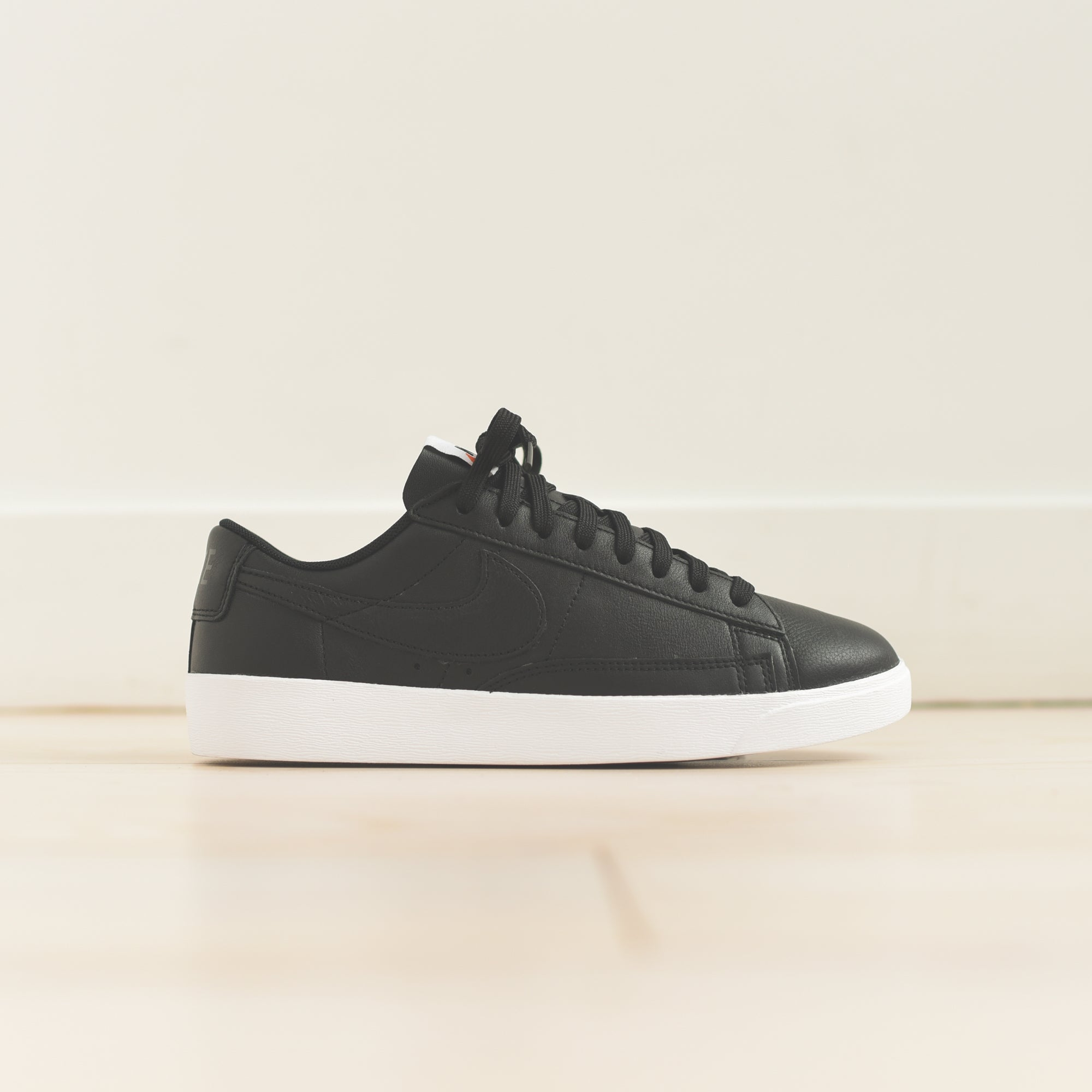 new product 4fd66 aabd3 ... canada nike blazer low le black white a2c30 ffd0b