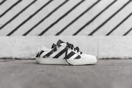 Off-White Striped Sneaker - White / Black