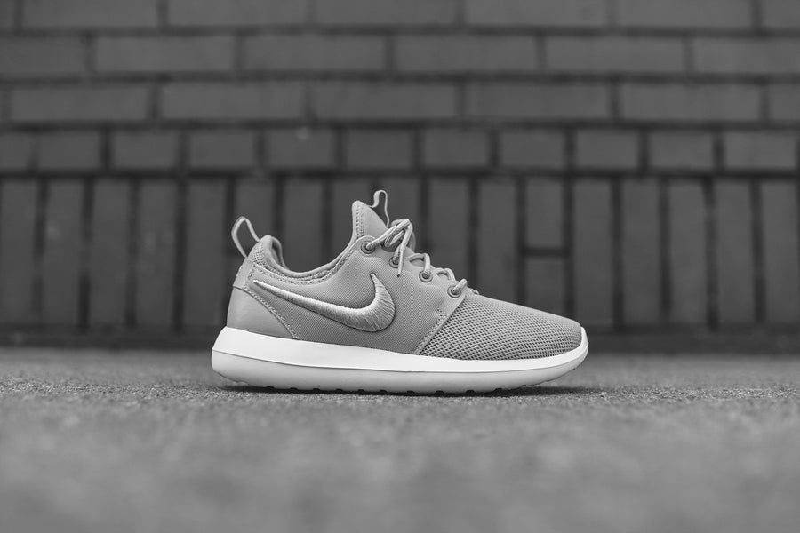 Nike WMNS Roshe Two BR - Ash Grey / White