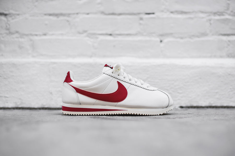 Nike Cortez Classic SE - Sail / Gym Red