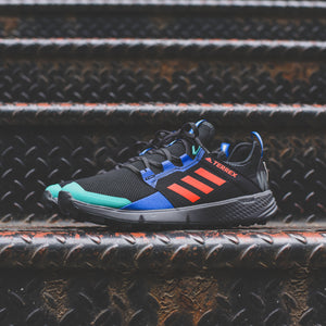 adidas Consortium x White Mountaineering Agravic Speed + - Core Black / Active Orange Image 2