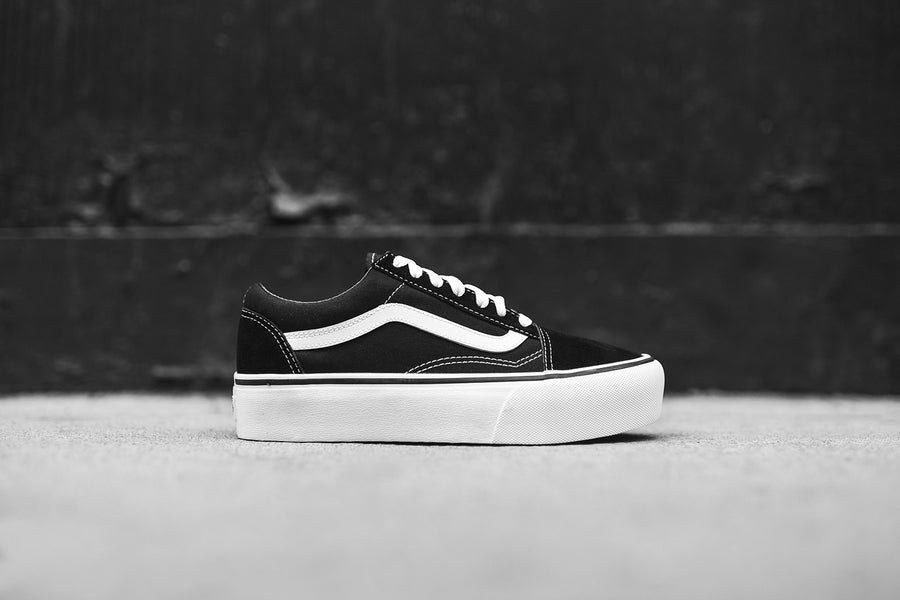 Vans WMNS Old Skool Platform - Black / True White