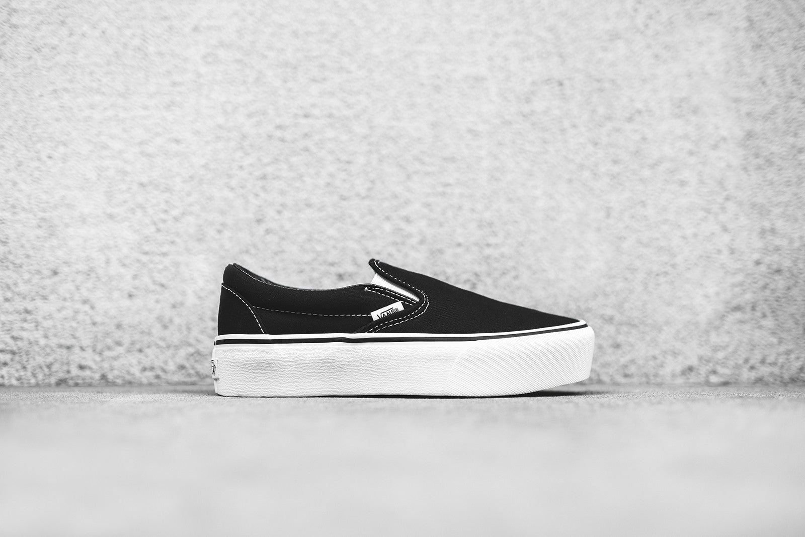vans platform black and white