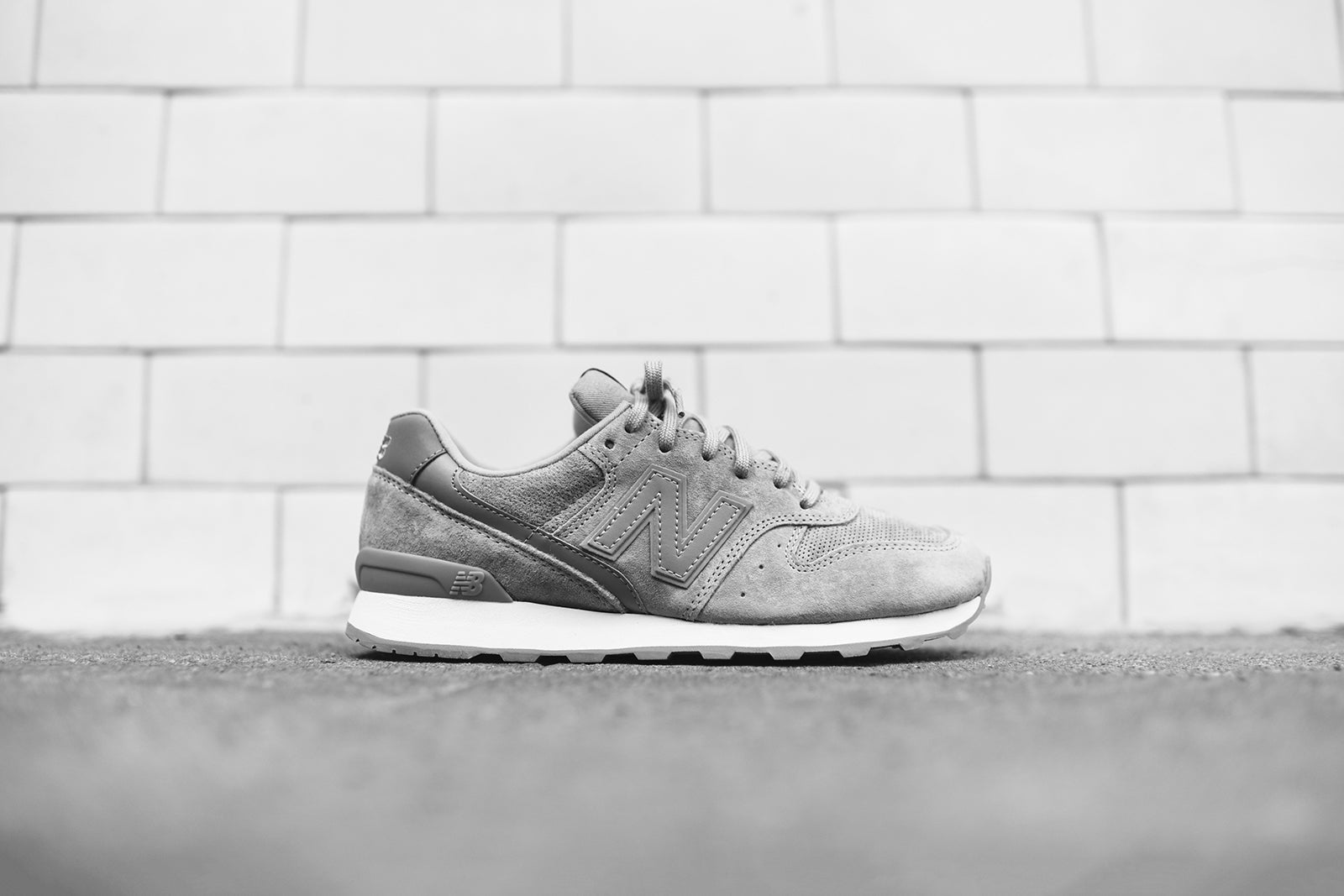 New Balance WMNS WL696 - Grey / White