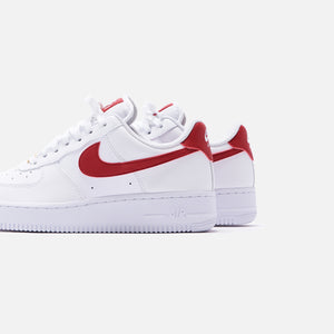 Nike WMNS Air Force 1 '07 - White / Gym Red / Metallic Gold