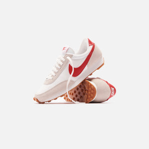 Nike WMNS Daybreak - Summit White / Light Orewood Brown / Gum Medium Brown / University Red