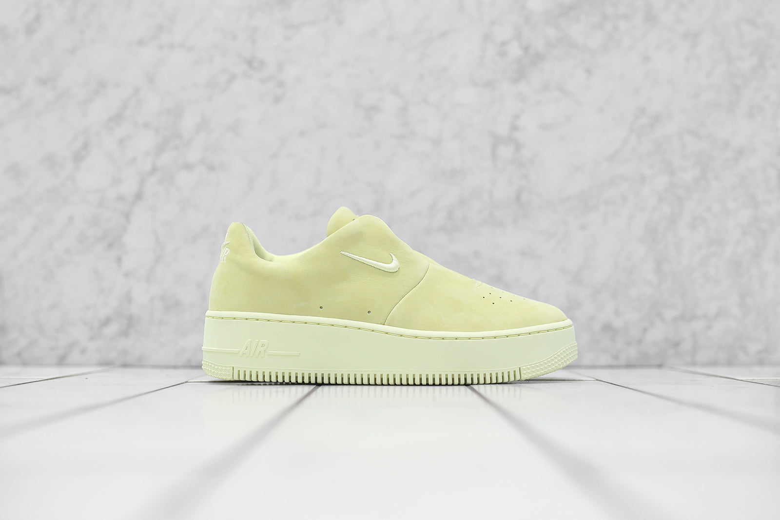 Nike WMNS Air Force 1 Sage XX - Luminous Green