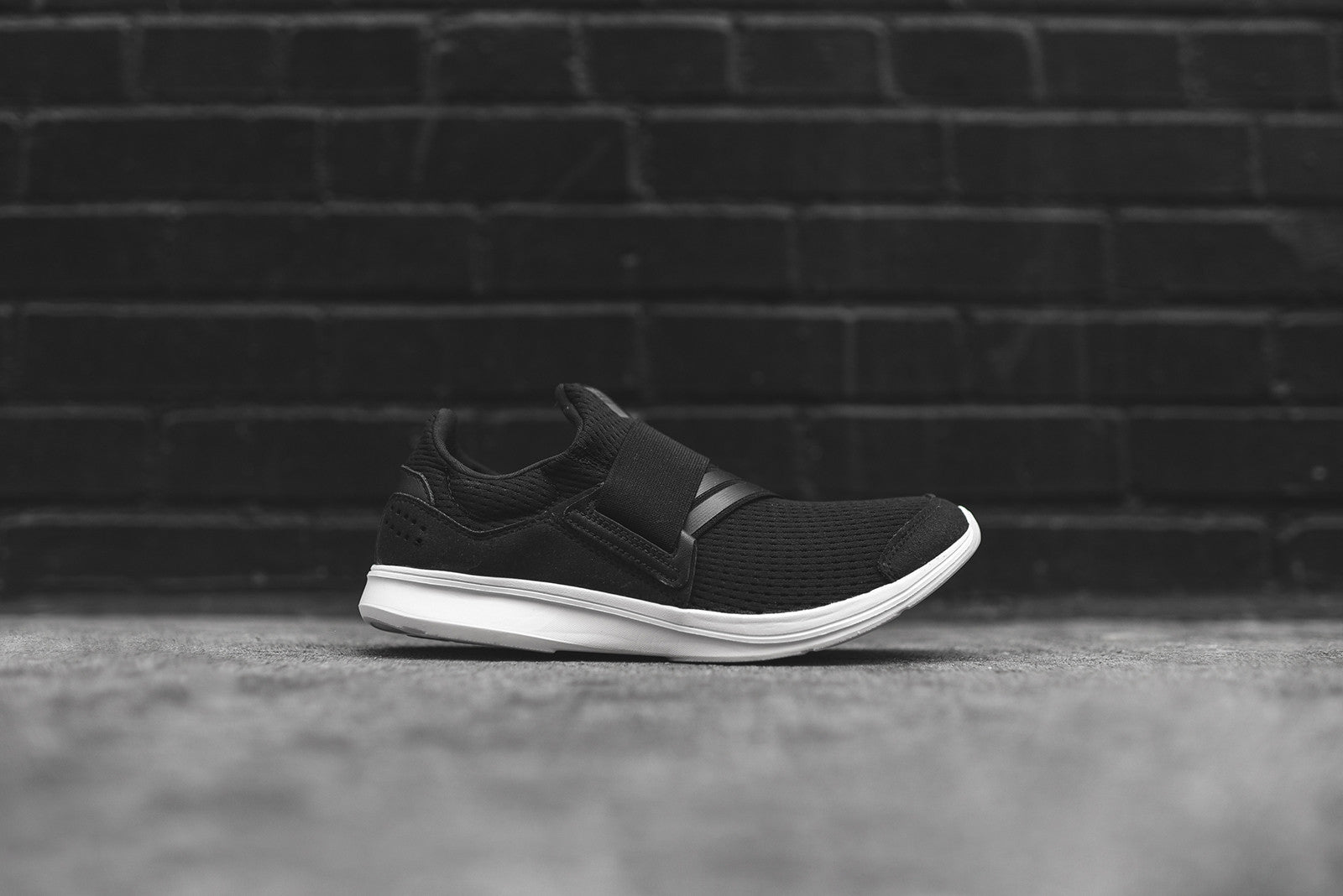 adidas Originals WMNS Lite Slip-on - Black / White