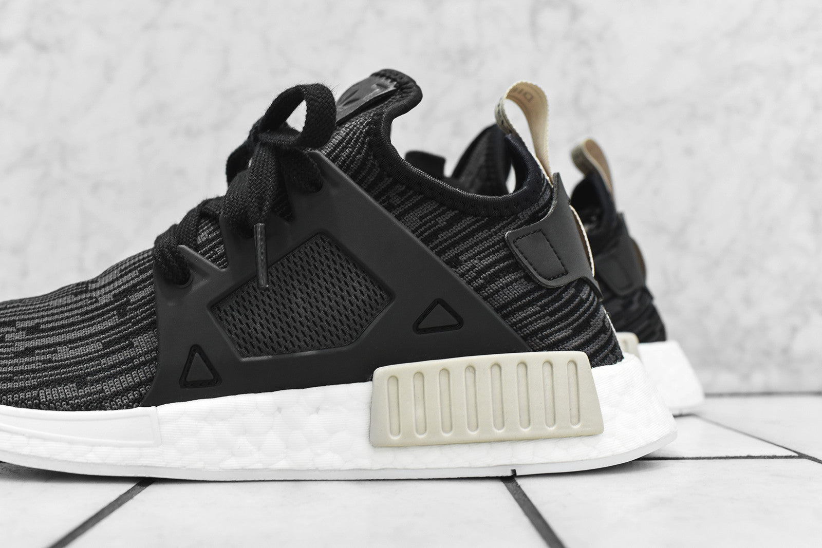 adidas Originals WMNS NMD_XR1 - Black / Feather