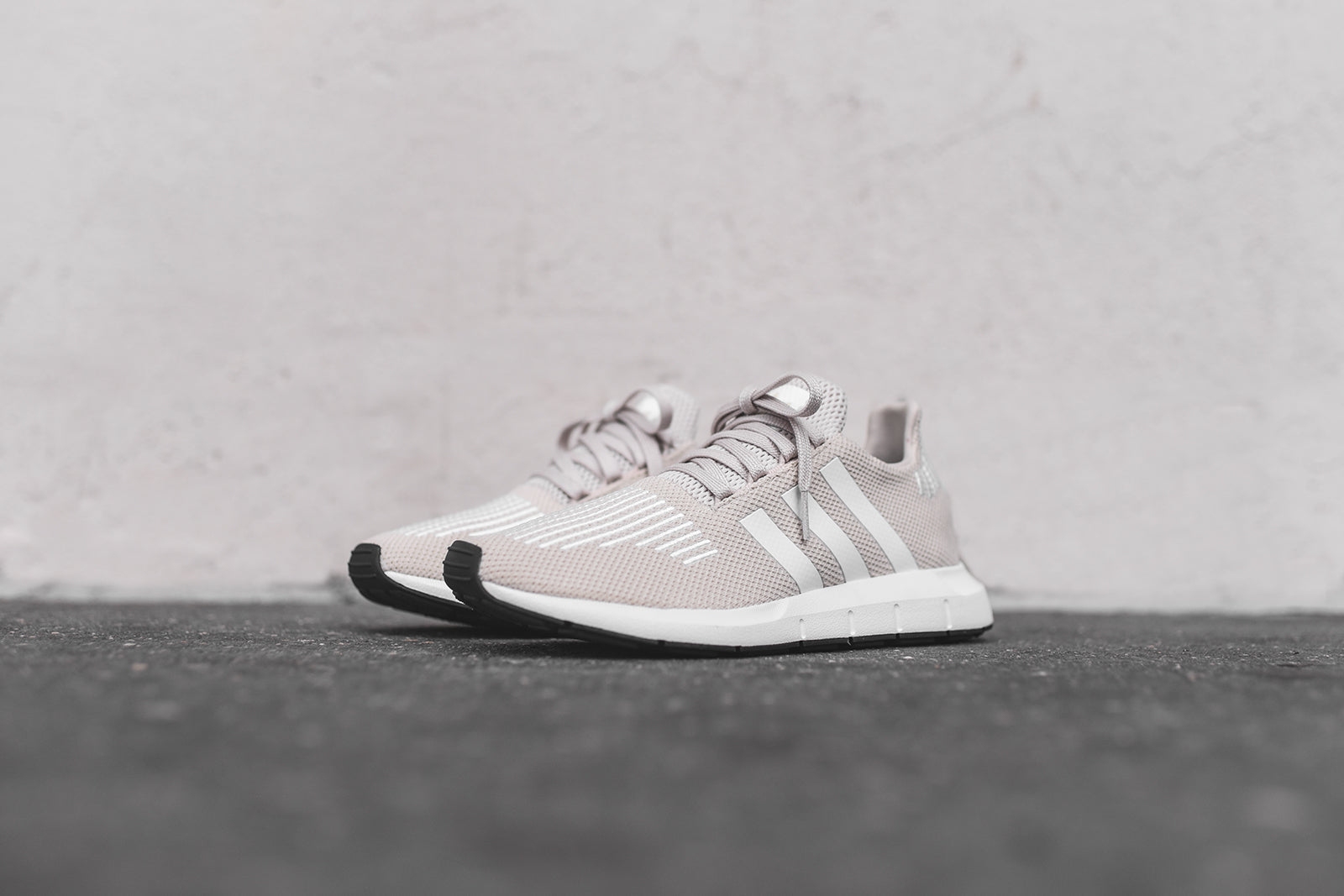 adidas Originals WMNS Swift Run - Cream / White