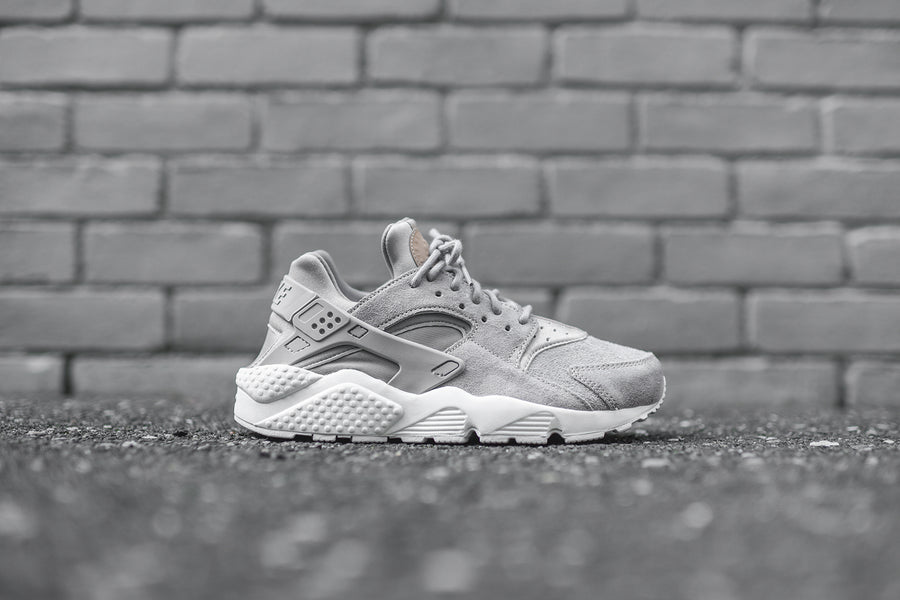 Nike WMNS Air Huarache Run CS - Cobblestone / White