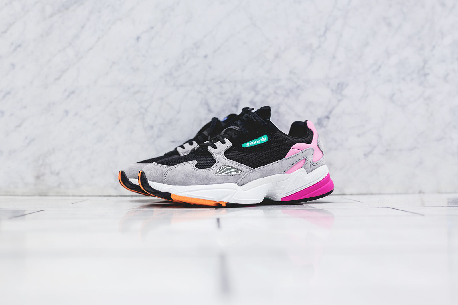 adidas Originals WMNS Falcon - Black / Pink
