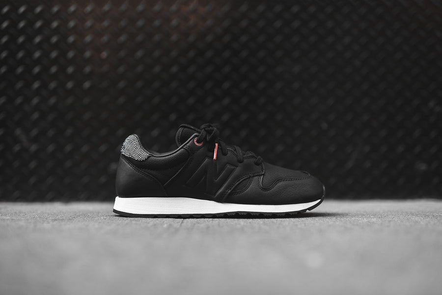 New Balance WMNS 520 - Black / Copper / Metallic