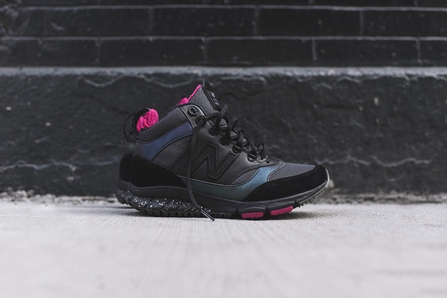 New Balance WMNS 710 - Black / Iridescent