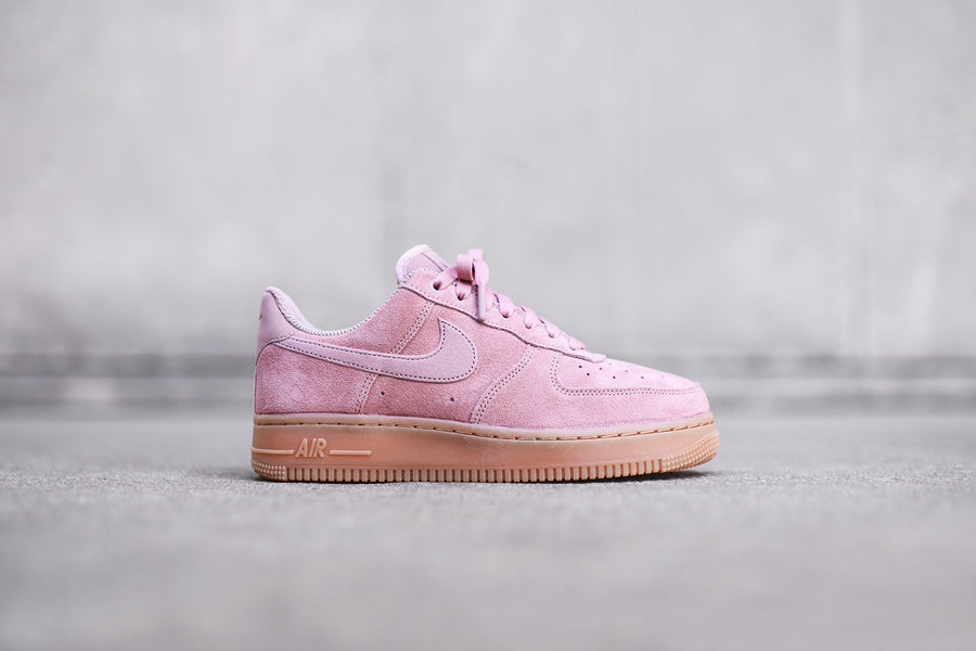 Nike WMNS Air Force 1 SE - Pink / Gum