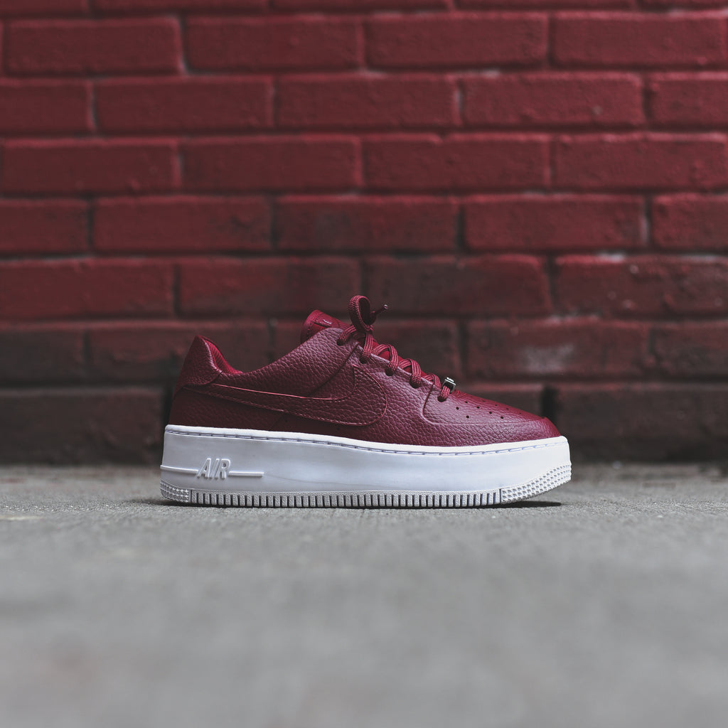 pretty nice 0f06a e876a Nike WMNS Air Force 1 Sage Low - Team Red