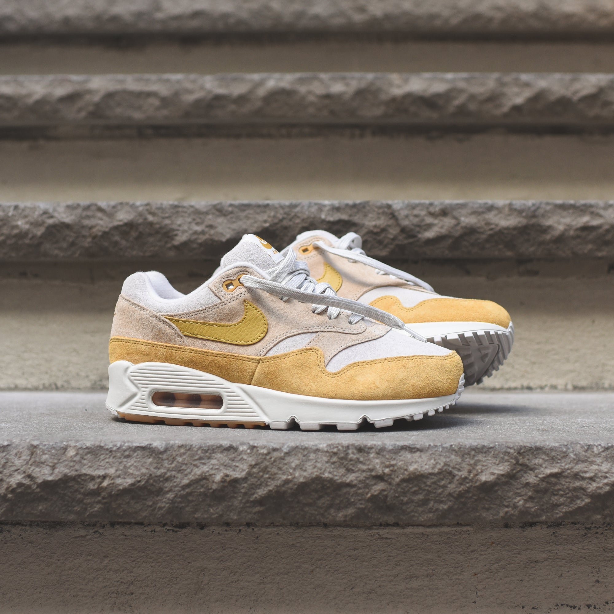 Nike Air Max 90 AQ1273 800 Guave IceWheat Gold Summit White