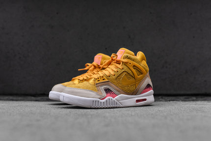 Nike WMNS Air Tech Challenge II SE - Gold
