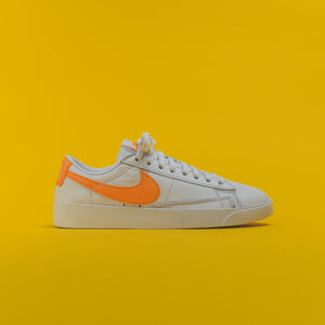 Nike WMNS Blazer Low LE - White / Fuel Orange / White