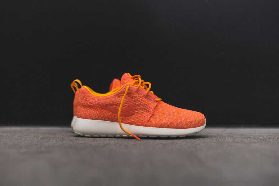 Nike WMNS Roshe One Flyknit - Laser Orange